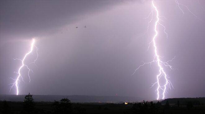 lightning-14-07-2009-20-42-33