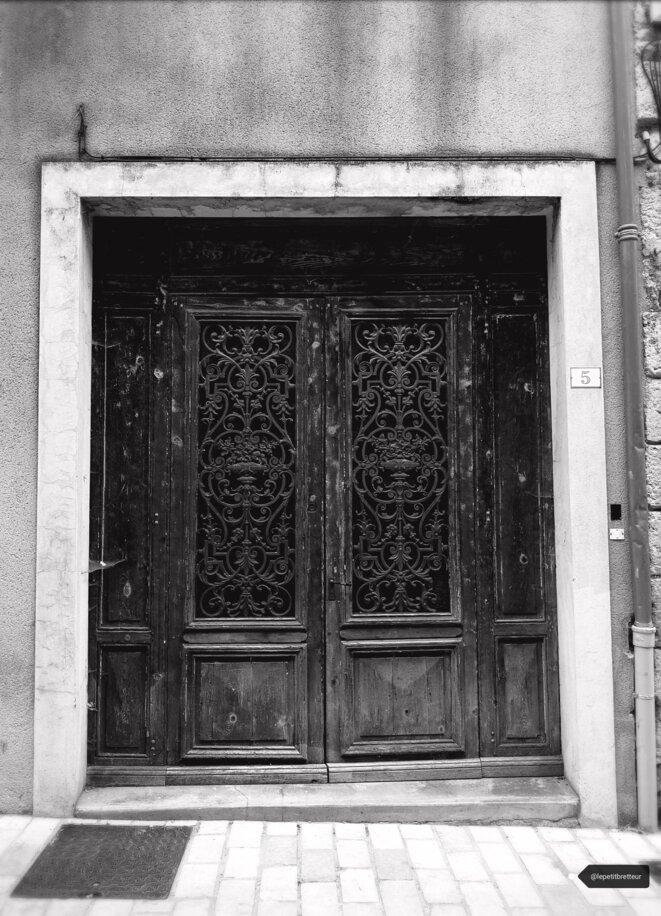 Porte noire © LePetitBretteur