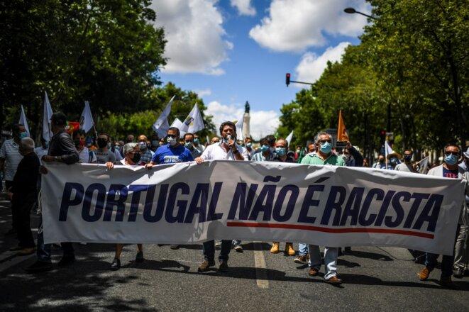 André Ventura, le leader du parti d'extrême droite Chega, lors d'une manifestation à Lisbonne le 27 juin 2020: «Le Portugal n'est pas raciste» © AFP / Patricia de Melo Moreira.