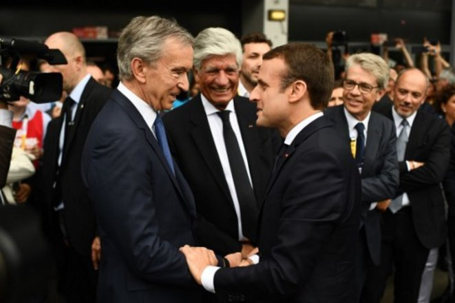 LVMH boss Bernard Arnault and Emmanuel Macron in June 2017. © Martin BUREAU / AFP
