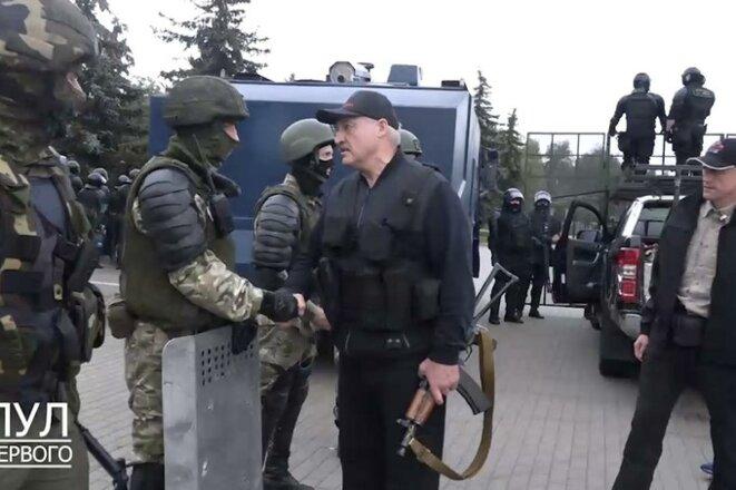 Loukachenko est venu pour rencontrer les manifestants © canal officiel, 'Pool du Premier'
