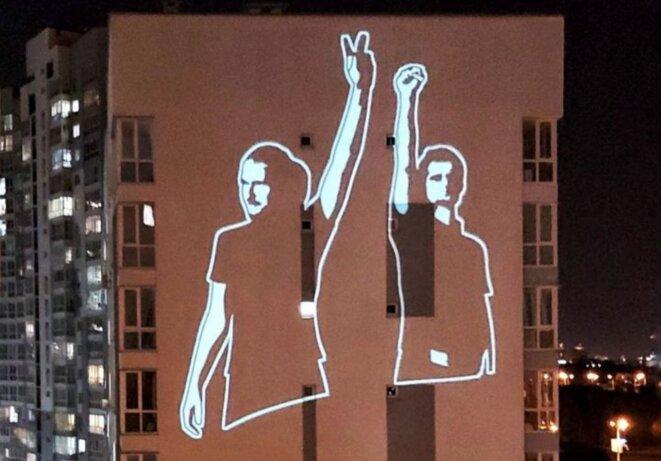 La projection du dessein détruit par les policiers © Belsat