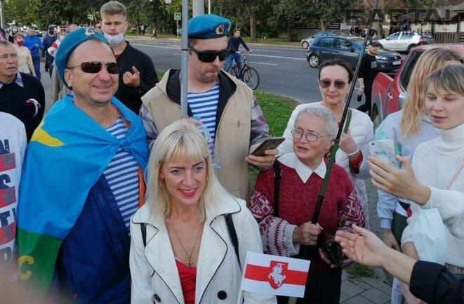 Nina Baguinskaya avec ses gardes du corps