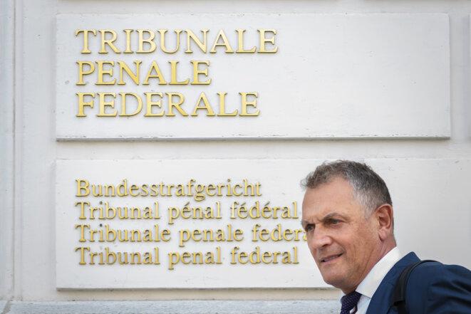 L'ancien secrétaire général de la Fifa, Jérôme Valcke, lors de son arrivée lundi au tribunal pénal fédéral suisse, à Bellinzone, dans le canton italophone du Tessin. © Fabrice Coffrini / AFP