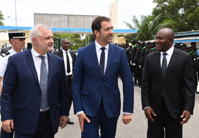 Ambassador Gilles Huberson, left, with the French and Ivory Coast ministers of the interior at Abidjan in May 2019. © ISSOUF SANOGO / AFP