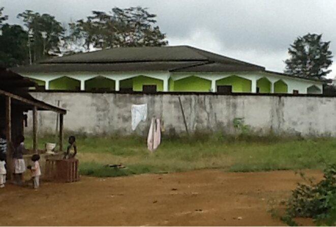 Une villa cossue qui côtoie la misère des populations