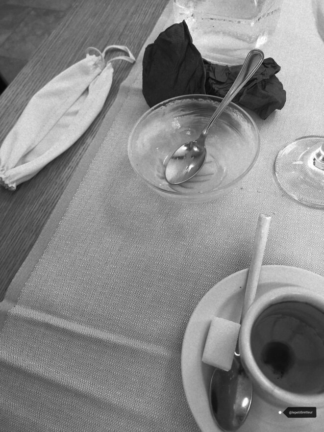 Café masqué © Le petit bretteur