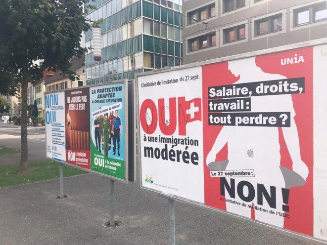 Affiches de campagne à La Chaux-de-Fonds (Suisse) © Pangea