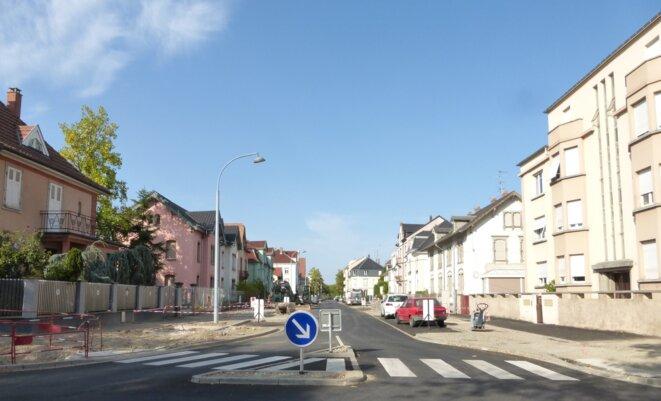 La rue Charles Grad après l'abattage des 18 tilleuls © Camenisch