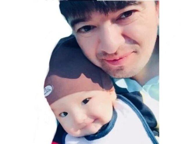 Mewlan, avec le fils qu'il n'a pas revu depuis l'âge de 9 mois.
