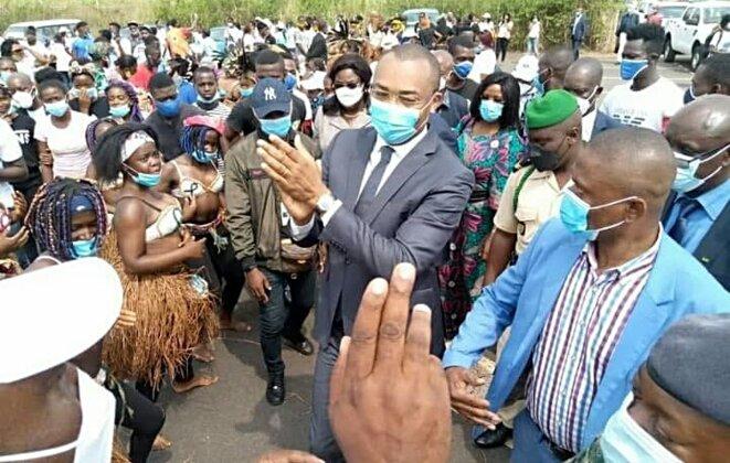 """Guy Patrick Obiang Ndong : """"l'homme de Sylvia"""" s'exerce aux bains de foule"""