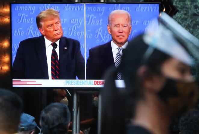La retransmission du débat à West Hollywood, Californie, lundi 28 septembre © MARIO TAMA / Getty Images via AFP