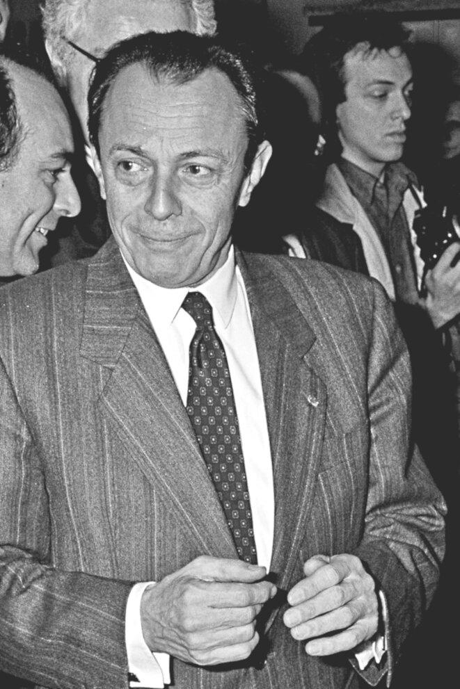 Michel Rocard, Premier ministre, au salon du livre en 1991. © D'après Jean Weber-INRA/Wikimedia Commons, lic. CC-BY-2.0 (via Flickr).