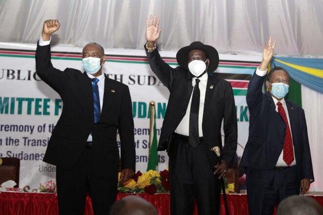 Le président du Conseil de transition du Soudan, Abdel Fattah (à gauche), et le président du Soudan du Sud, Salva Kiir (deuxième à gauche), à Juba, au Soudan du Sud, le 31 août 2020. © Akuot Chol/AFP