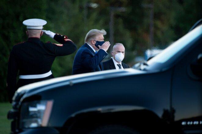 L'arrivée de Donald Trump à l'hôpital militaire Walter-Reed de Bethesda, près de Washington, le 2 octobre. © Brendan Smialowski / AFP