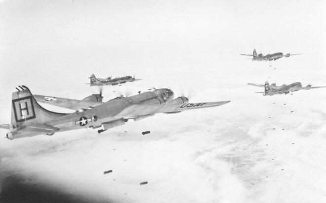 b-29s-98th-bg-m-attacking-target-in-korea-1951