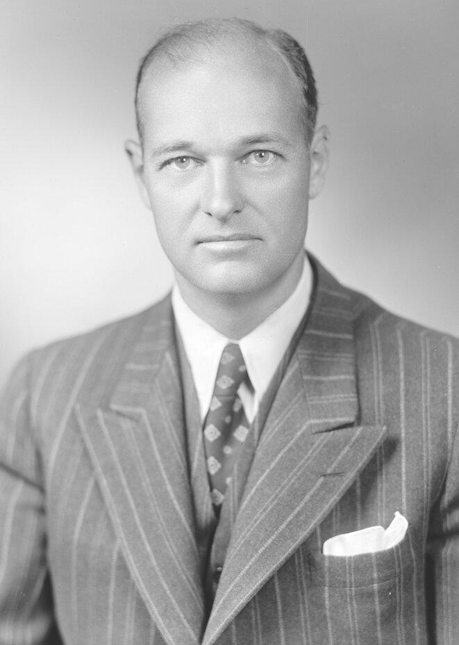 Grorges Kennan - diplomate, politologue et historien américain, connu dans le monde politique pour avoir en partie créé le concept de containment et comme une figure clé de la guerre froide.