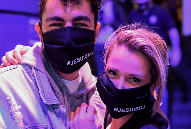 Le 1er juillet, à Paris, mobilisation dans un bar contre la fermeture des boîtes de nuit © AFP