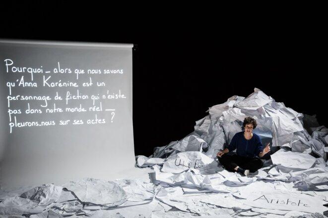 """Scène de """"Je suis une fille sans histoire"""" © Simon Gosselin"""