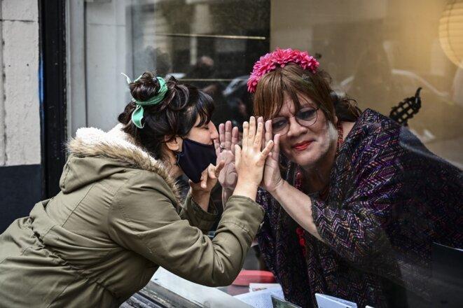 L'actrice et chanteuse Susy Shock (à droite) lors d'une performance à Buenos Aires le 11 septembre. © Ronaldo Schemidt/AFP