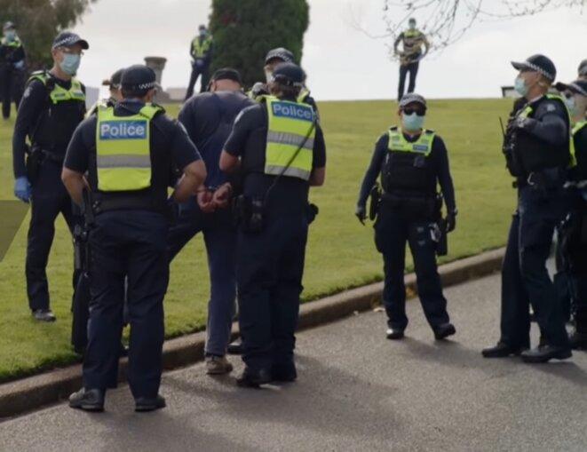 Victoria, Australie. Arrestation lors du confinement intégral covid. Aout 2020.