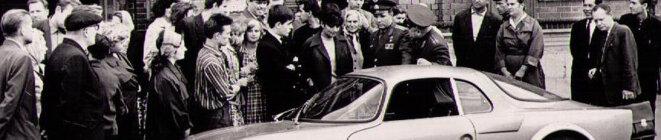 Gagarine devant une Matra DJET