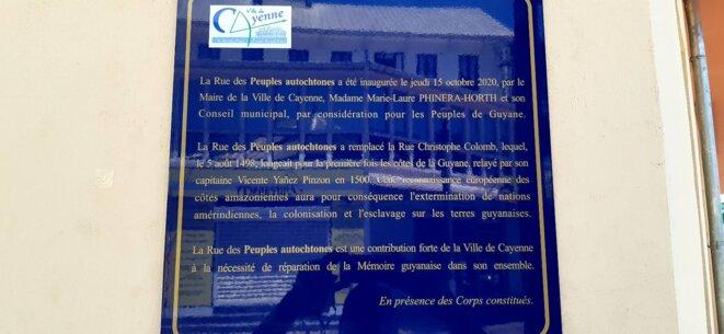 La plaque officielle commémorative du Conseil municipal de la ville de Cayenne. Posée le 15 octobre 2020.