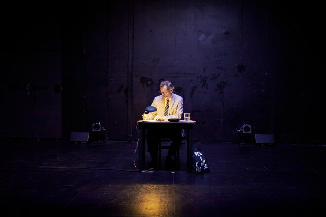 """Scène de """"La Pensée, la Poésie, la Politique (dialogue avec Jack Ralite)"""" © Christophe Raynaud de Lage, collCF"""
