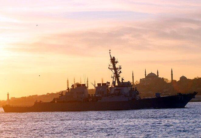 Destroyer américain USS Ross sur le Bosphore © Claude Carrère