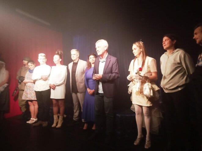 La troupe du Théâtre de l'Eau Vive de Fabienne COLSON avec l'auteur, Parick MOTTARD © D. CODANI
