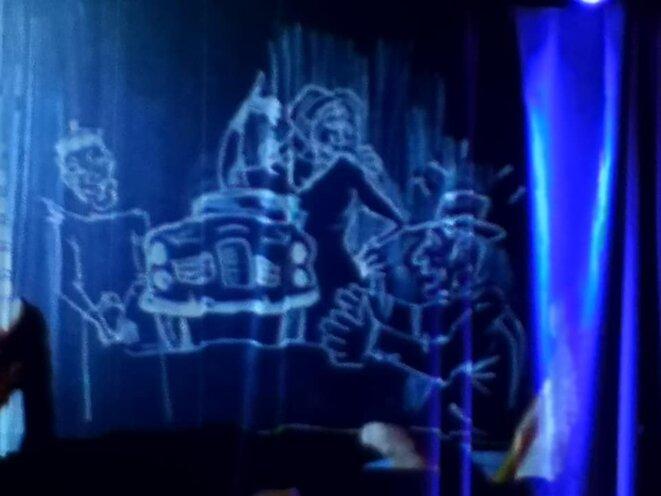 """Dessins de Michel en incrustation """"Facel Véga"""" dans le rideau de scène © Christel SCHEID"""