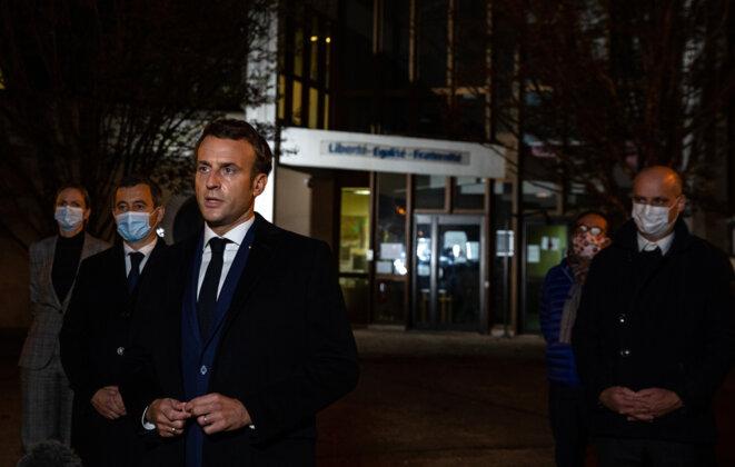 Gérald Darmanin, Emmanuel Macron et Jean-Michel Blanquer, à Conflans-Sainte-Honorine (Yvelines), le 16 octobre. © AFP