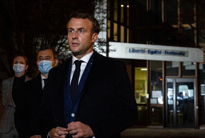 Gérald Darmanin et Emmanuel Macron à Conflans-Sainte-Honorine, le 16 octobre 2020. © AFP