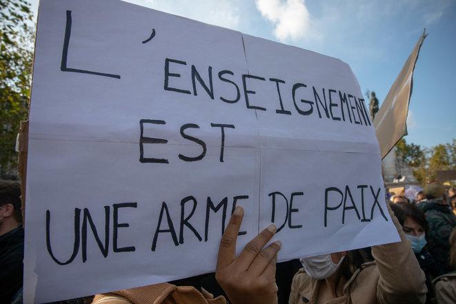 En la concentración en París el 18 de octubre de 2020, en homenaje a Samuel Paty. © Edouard Monfrais/Hans Lucas vía AFP