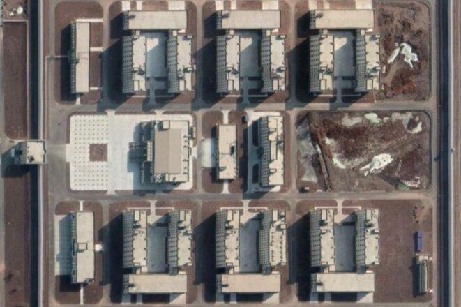 Selon l'ASPI, ce nouveau complexe de détention à Kashgar, dans le Xinjiang, pourrait accueillir plus de 10 000 personnes (Maxar via Google Earth).