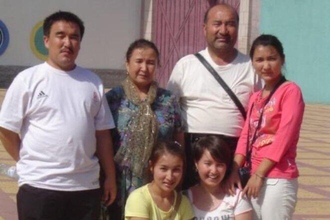 Fatimah Abdulghafur avec sa famille dans un parc d'attractions de Pékin en 2008. C'est la dernière photo d'eux ensemble en famille. (Photo fournie par Fatimah Abdulghafur)