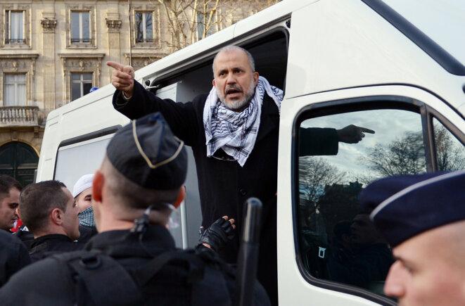 Abdelhakim Sefrioui dans un rassemblement pro-Palestine, à Paris, en 2012. © Miguel Medina / AFP
