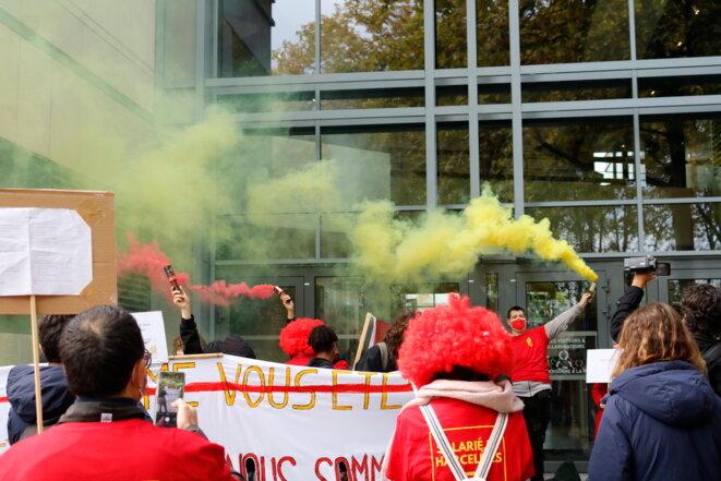 Manifestation du collectif McDroits devant le siège de McDonald's France © Ana Gayon Photographies