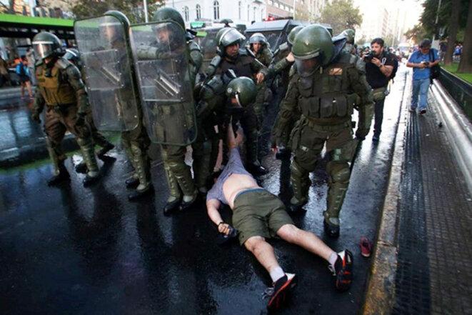 carabineros-por-violenta-represio-n-contra-estudiantes-1