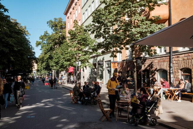 Des terrasses de café dans le quartier de Mariatorget, à Stockholm. © Juliette Robert / Haytham Pictures