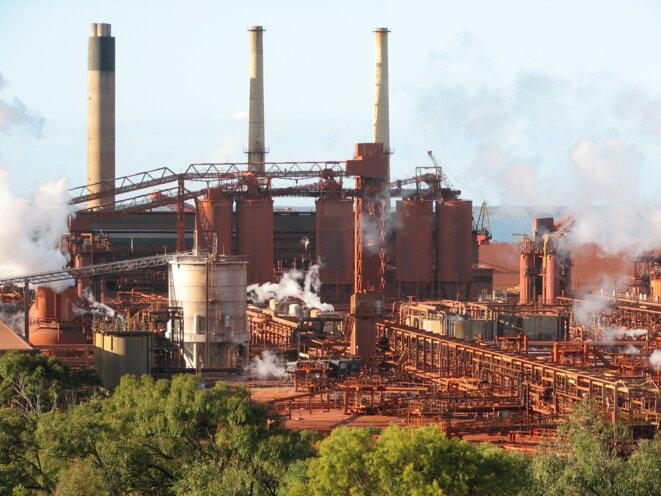 Queensland Alumina Limited (QAL) est l'une des plus grandes rafineries d'aluminium au monde. Parsons Point, Gladstone, Queensland, Australie © Wikipedia