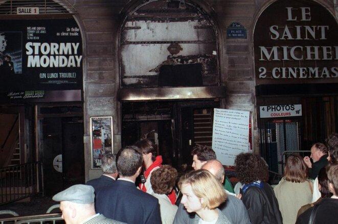Le cinéma de l'Espace Saint-Michel détruit par l'attentat. il ne reouvrira qu'en 1991