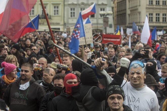 Manifestation à Prague le 18 octobre 2020, contre les mesures du gouvernement tchèque pour freiner la circulation du virus. © AFP / Michal Cizek