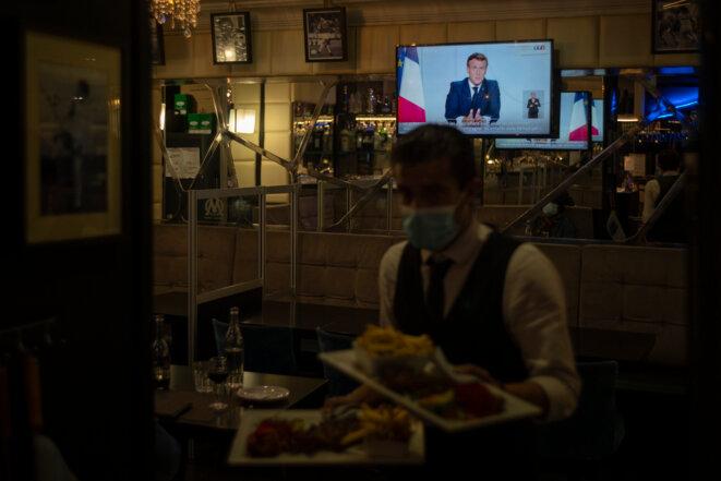 Dans un restaurant marseillais, le soir de l'allocution d'Emmanuel Macron, le 28 octobre. © AFP
