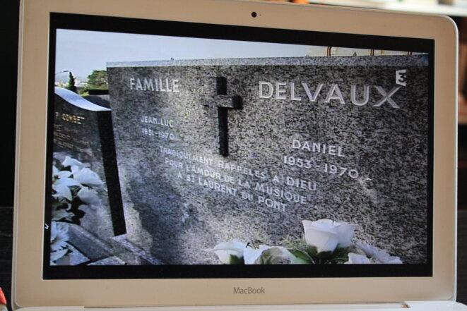 """Cimetière à Chambéry (capture d'écran du documentaire """"la dernière danse au 5-7, Patrice Morel/Benjamine Jeunehomme)"""