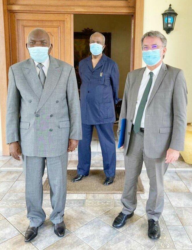De g à d : Zacharie Myboto, Casimir Oyé-Mba (en arrière plan), Philippe Autié