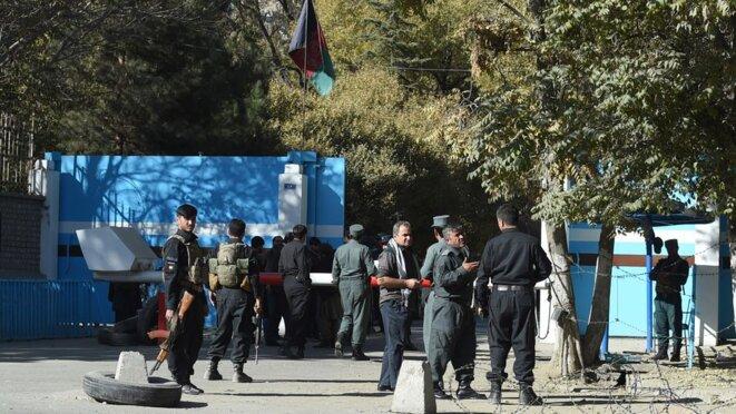 2 novembre 2020. Des policiers devant l'université de Kaboul (Afghanistan) après l'attaque. © Wakil Kohsar / AFP