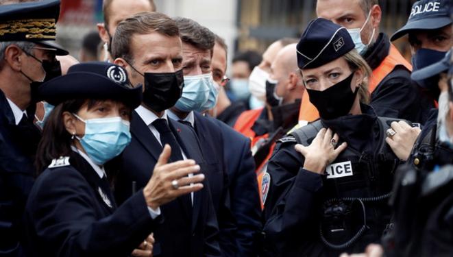Emmanuel Macron et Christian Estrosi à Nice, le 29 octobre. © AFP