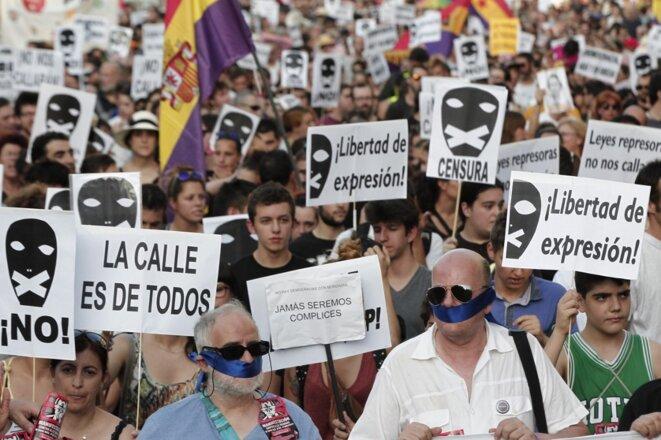 Manifestation contre la loi de sécurité citoyenne, surnommée la «loi bâillon », le 30 juin 2015 © Juan Carlos Rojas / AFP.