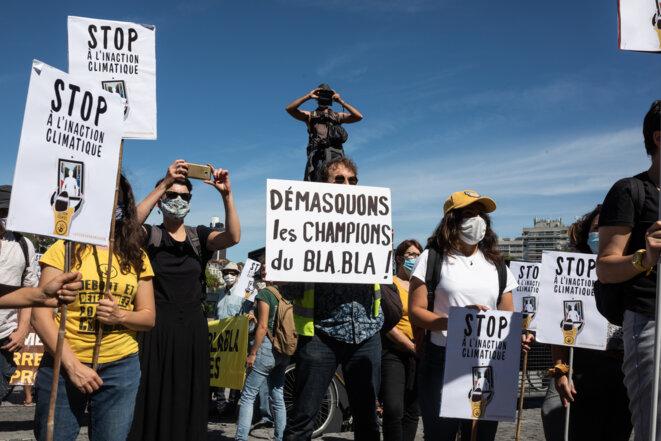 À Nantes, des manifestants protestent contre l'inaction climatique du gouvernement le 3 septembre 2020 © JÉRÉMIE LUSSEAU / HANS LUCAS / AFP
